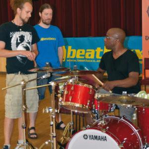 MacKenzie unterrichtet auf dem Drummer Camp in Wien